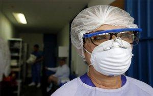 Personal médico en un hospital de México atendiendo casos de coronavirus.