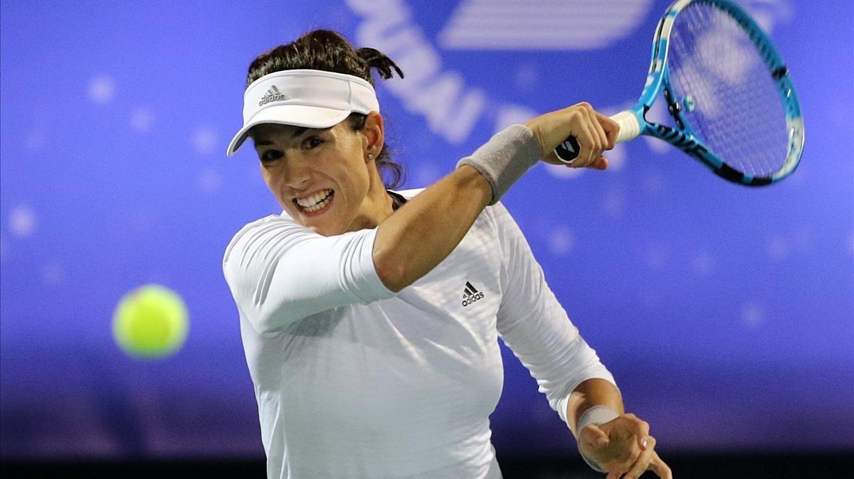 Muguruza, en su partido en Dubái ante la francesa Garcia.