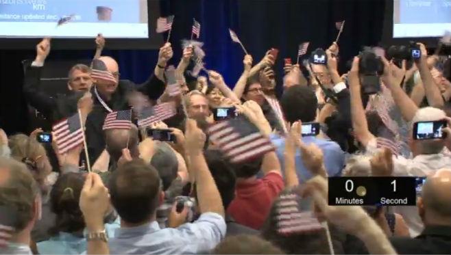 La NASA celebra la llegada de la nave New Horizons a Plutón.