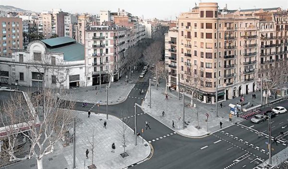 Obras en el Paral·lel. La avenida cuenta con nuevas plazas y alumbrado led