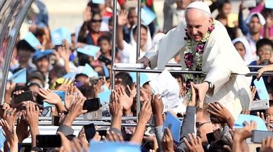El Papa pronuncia la palabra rohinyá por primera vez en su gira asiática