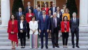 La foto oficial del Gobierno de Sánchez: todos los ministros, tras la incorporación de Carcedo