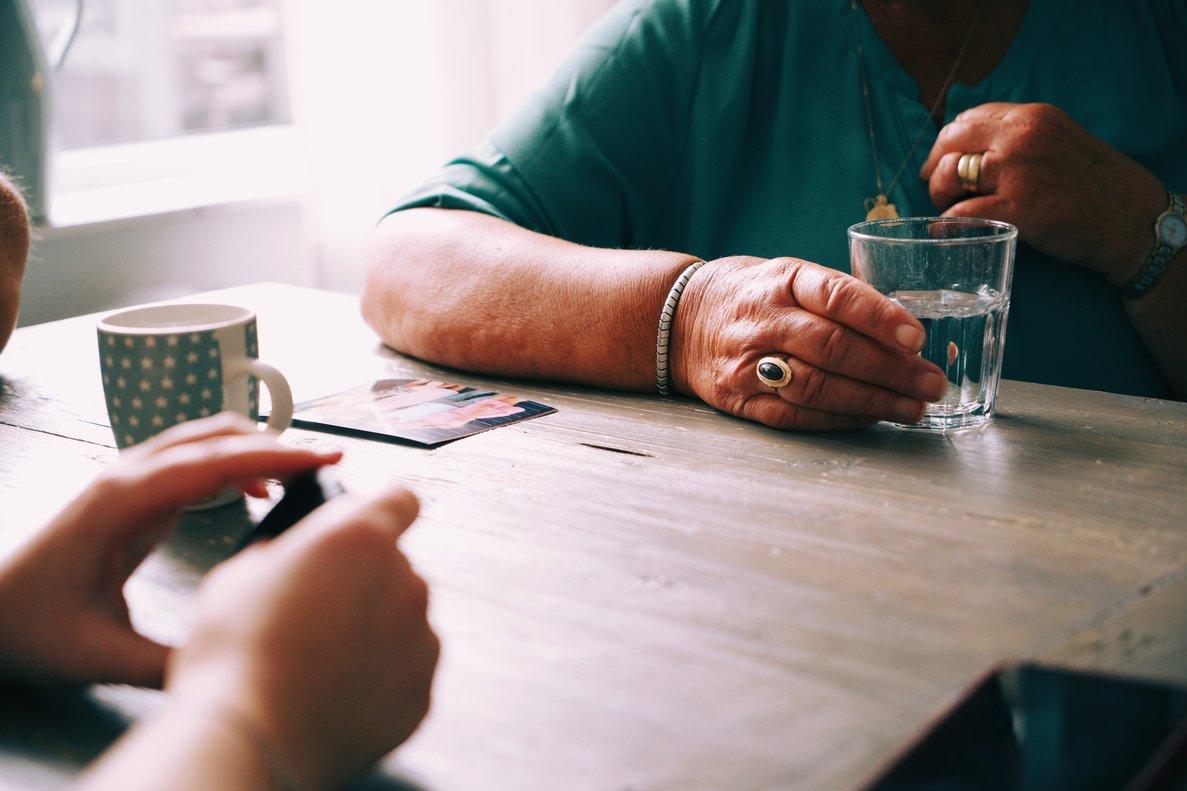 De Piso en piso permite realizar tareas sociales a cambio de un alquiler más barato.