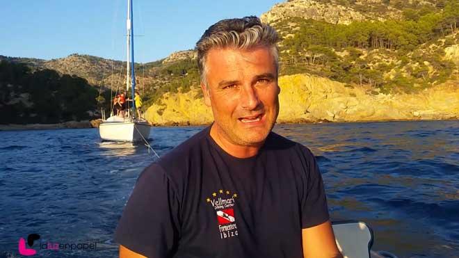 El playólogo rescata a una familia australiana cuyo barco se había averiado.