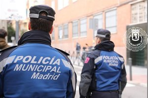 Dos agentes del cuerpo de Policía Municipal de Madrid.