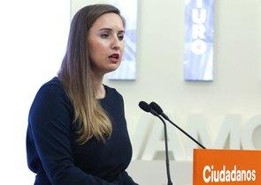 La portavoz de la comisión gestora de Cs, Melisa Rodríguez,ante los medios.