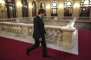 El president Carles Puigdemont, en el Parlament para asistir a una sesion de control al Govern.
