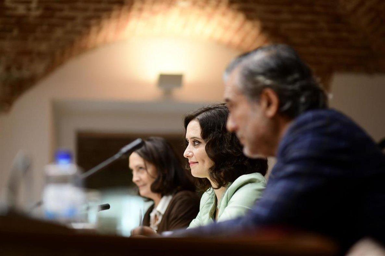 La presidenta regional, Isabel Díaz Ayuso, el consejero de Justicia, Interior y Víctimas, Enrique López, y la viceconsejera, Yolanda Ibarrola.