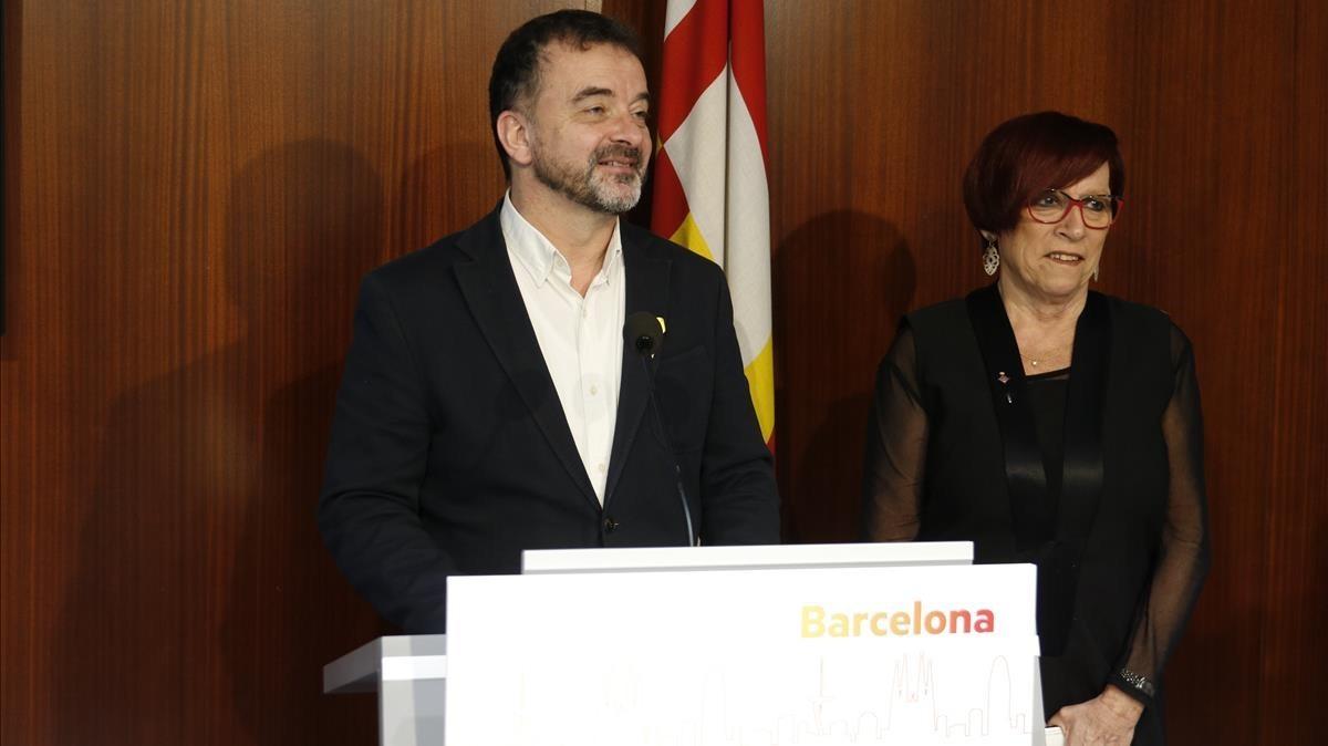 El presidente del grupo de ERC en el Ajuntament de Barcelona, Alfred Bosch, junto a la concejala Trini Capdevila.