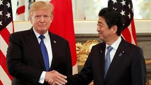 El presidente de EEUU, Donald Trump, y el primer ministro de Japón, Shinzo Abe, en Tokio.