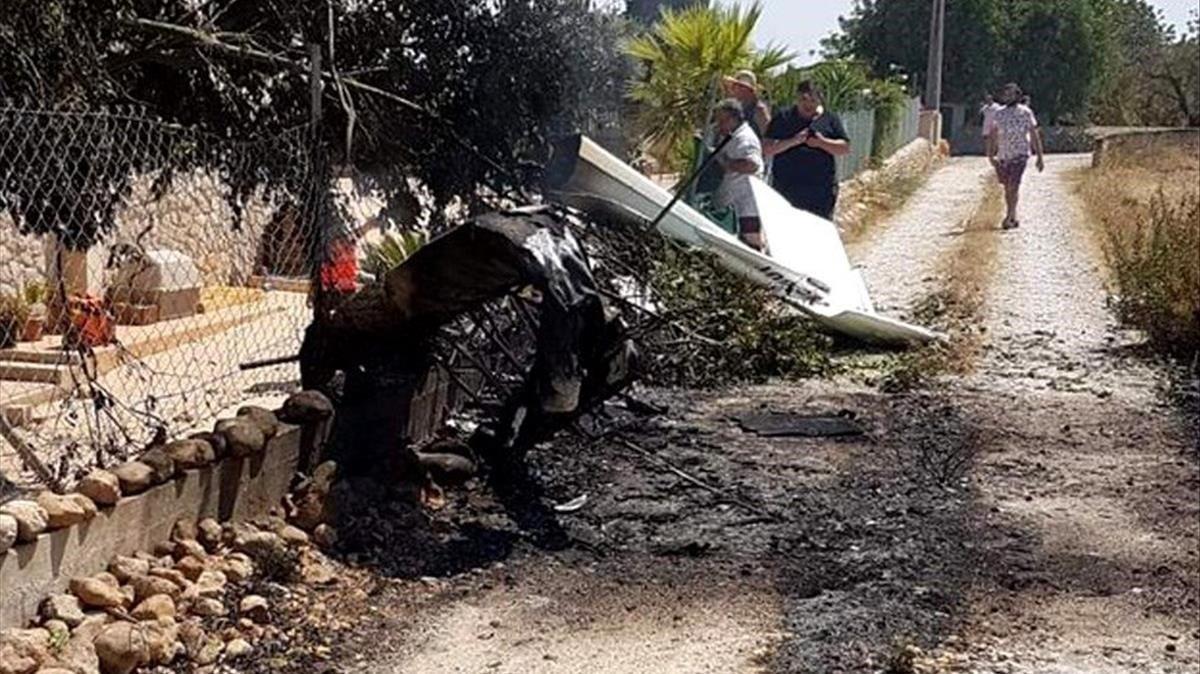 Restos del accidente entre una avioneta y un helicóptero en Mallorca.