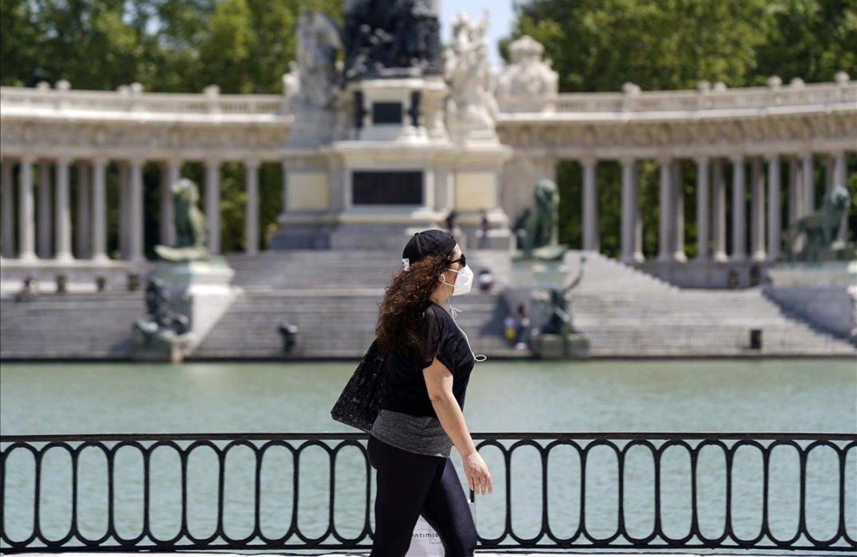 Aperturadel Parque de El Retiro en Madrid que hoy pasa a la fase 1 de la pandemia del covid-19.