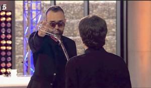 Risto Mejide derrama un vaso de agua ante el concursante Jairo.