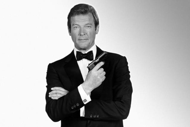 Roger Moore, caracterizado como James Bond en Octupussy.
