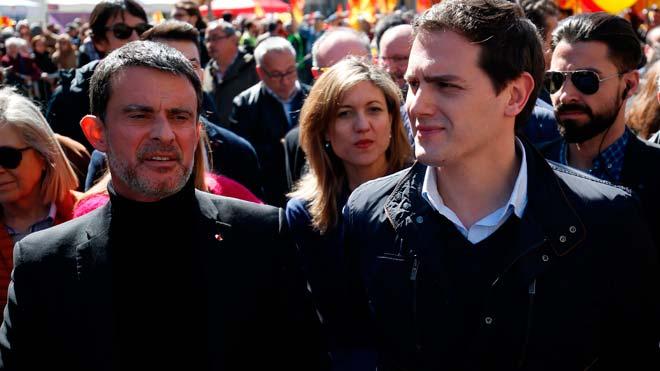 Ciudadanos ha decidido separase del grupo municipal del Ayuntamiento de Barcelona que lidera el ex primer ministro francés Manuel Valls y seguirá por su cuenta 'y con voz propia' con sus tres concejales.