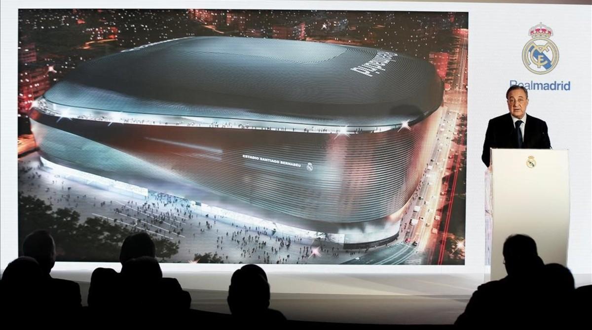 Florentino Pérez, en el acto de presentación del proyecto elegido para la remodelación del Bernabéu.
