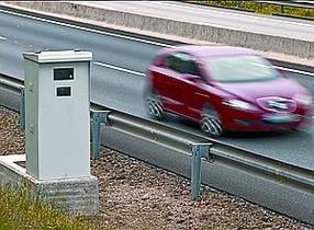 Un radar fijo en una carretera catalana.