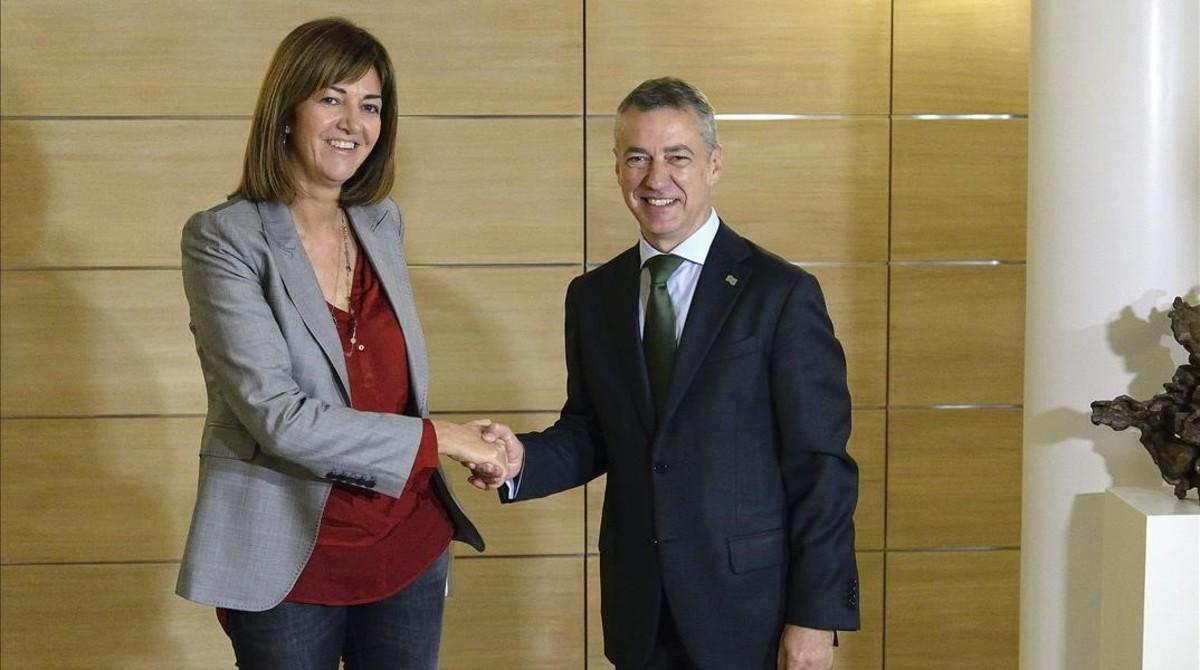 La socialista Idoia Mendia y el lendakari Iñigo Urkullu, durante una reunión en el 2015.