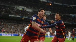 Suárez celebra el primer gol del Barça.