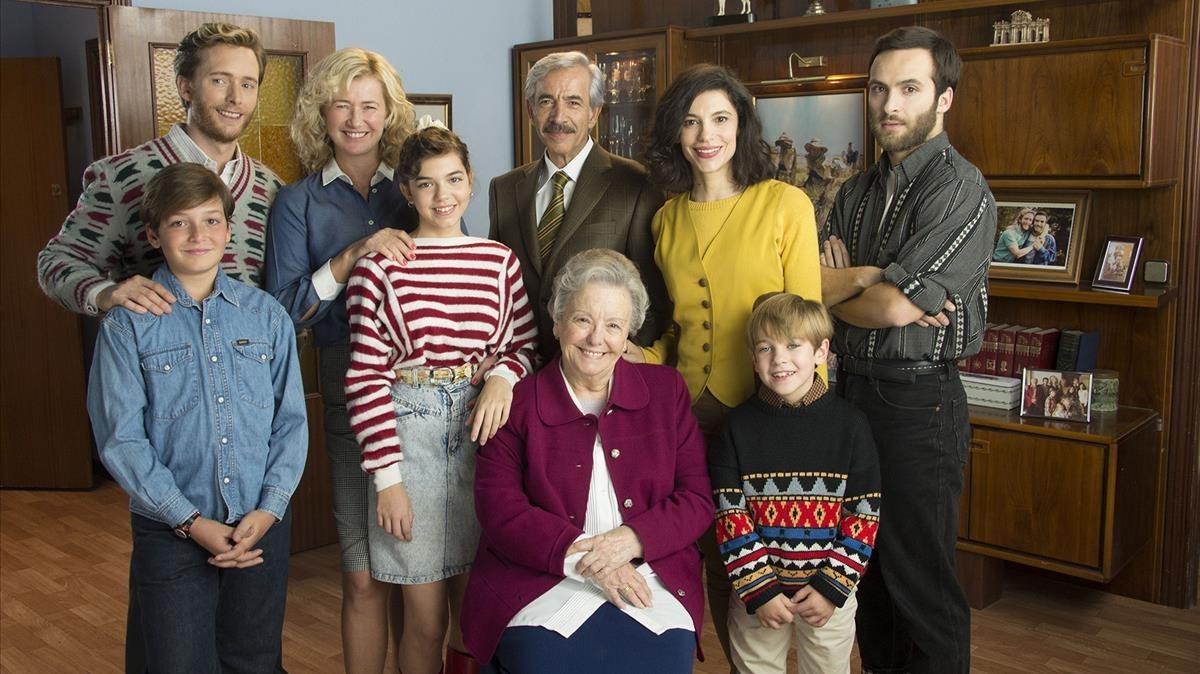 Imagen promocional de los protagonistas de la serie de TVE-1 Cuéntame cómo pasó.