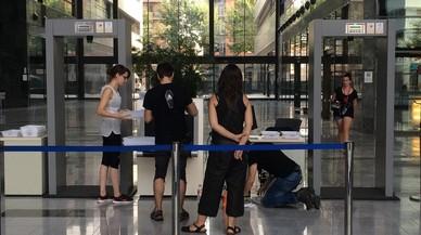 Escenarios de 'SQE': vestíbulo de la Ciudad de la Justicia, recreada en la empresa Metrovacesa.
