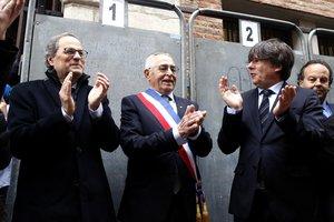 Torra y Puigdemont, con el alcalde de Perpinyà, Jean-Marc Pujol, este sábado.