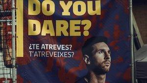 Una imagen promocional de Messi en las afueras del Camp Nou,