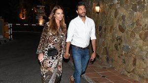 Miguel Torres y su novia, la actriz Paula Echevarría, el pasado verano.