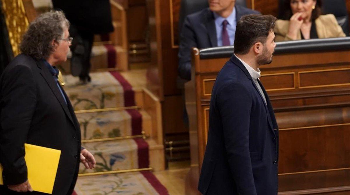 Los portavoces de ERC, Joan Tardà y Gabriel Rufián, al comienzo del pleno monográfico sobre Catalunya