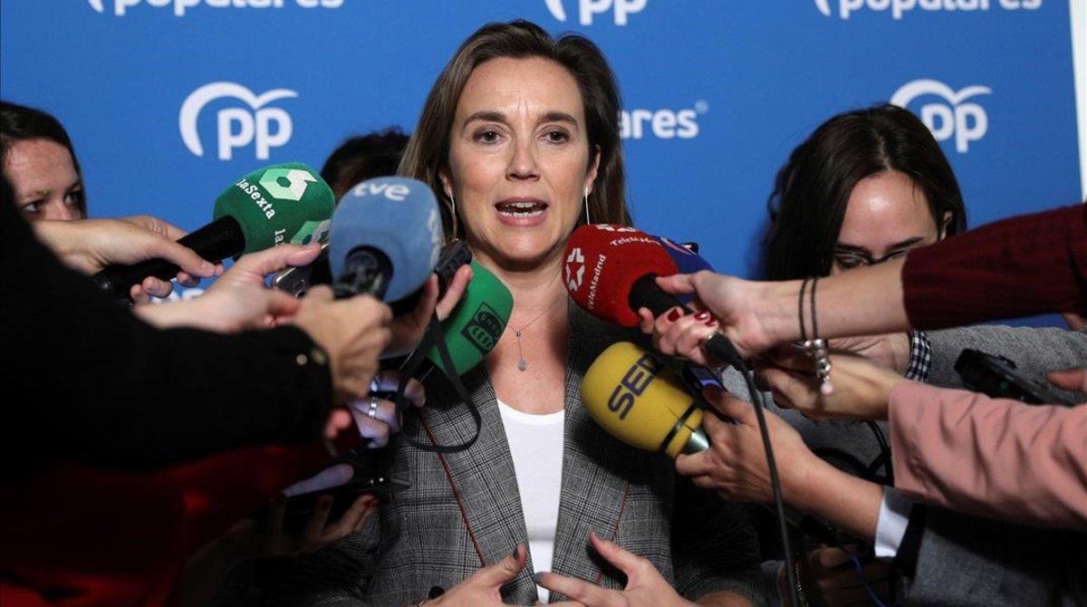 La vicesecretaria de política social del PP, Cuca Gamarra, en un canutazo con periodistas este lunes.