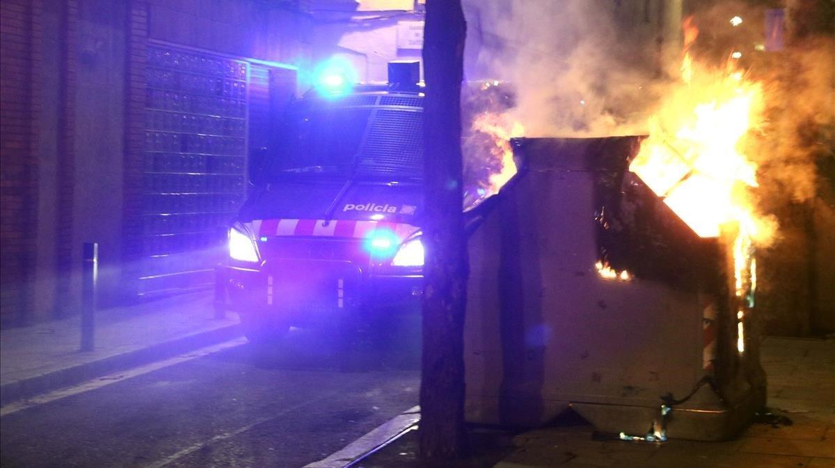 Uno de los contenedores quemados en 'Ca La Trava'.