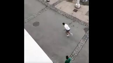 Como Usain Bolt: así emulan unos chicos asturianos al velocista frente a un radar callejero