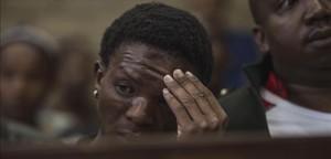Victor Mlotshwa, el joven negro al que dos hombres blancos encerraron en un ataúd y amenazaron con quemarle en Sudáfrica.