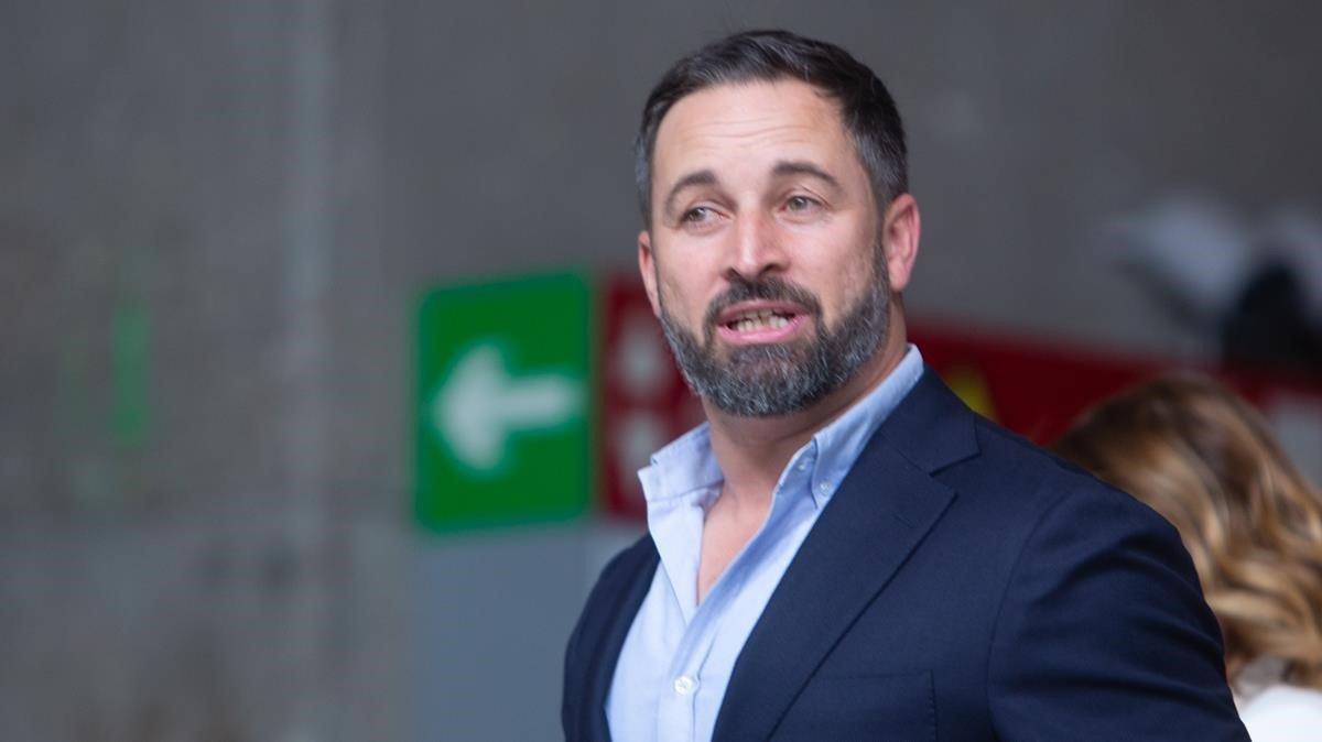 El líder de Vox, Santiago Abascal, antes del debate a cinco este lunes.