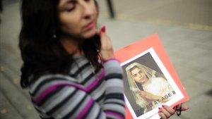 Una víctima de abusos protesta ante la catedral de Edimburgo, en el 2010.