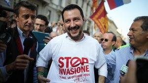Salvini acusa un jove tunisià de traficar amb drogues en un acte de campanya