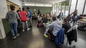 La necessitat de menjadors als instituts públics arriba al Parlament