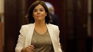 Sáenz de Santamaría promet donar «mal de cap» a Sánchez: «No hi haurà paracetamol al món»
