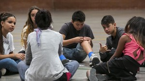 Actividad con los alumnos de primero de ESO en el nuevo instituto escuela El Til·ler de Barcelona.