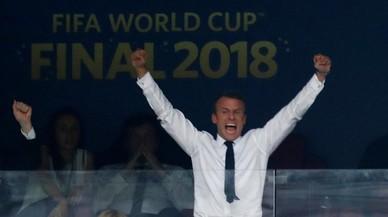 Críticas sobre Macron por apropiarse de la victoria de los 'bleus'