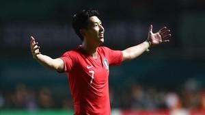 Heung-Min Son, tras el pitido final que daba la medalla de oro a Corea del Sur.