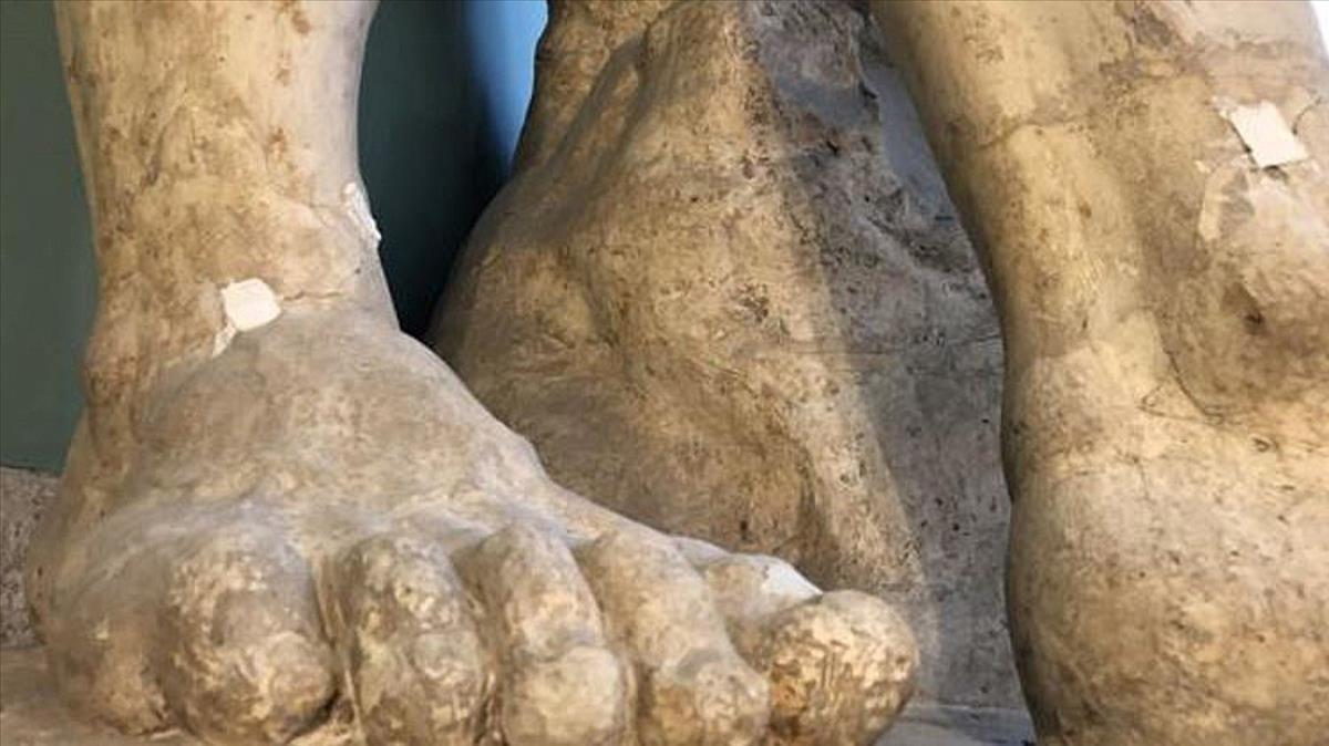 Los pies con grietas del Hércules Farnese de la Academia de Bellas Artes de San Fernando.