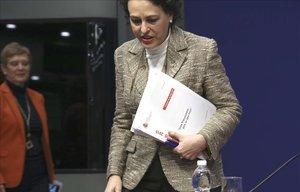 La ministra de Trabajo, Magdalena Valerio, antes de comenzar la rueda de prensa de presentación de los Presupuestos de su Departamento para el 2019.