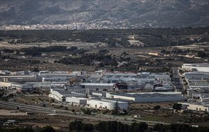 Polígono industrial de Ibi, en el medio de la hoya natural de este valle del interior de Alicante