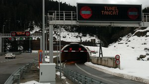 Boca norte del túnel de Viella, tras una intensa nevada.