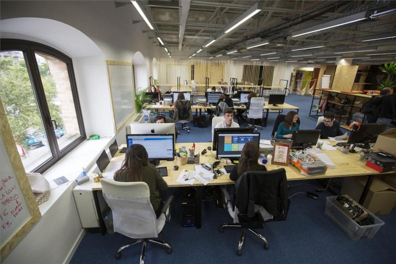 El auge de las start ups eleva la demanda de expertos en for Mobiliario de oficina pamplona
