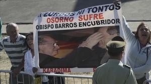 Protestas contra Fernando Karadima y Juan Barros.