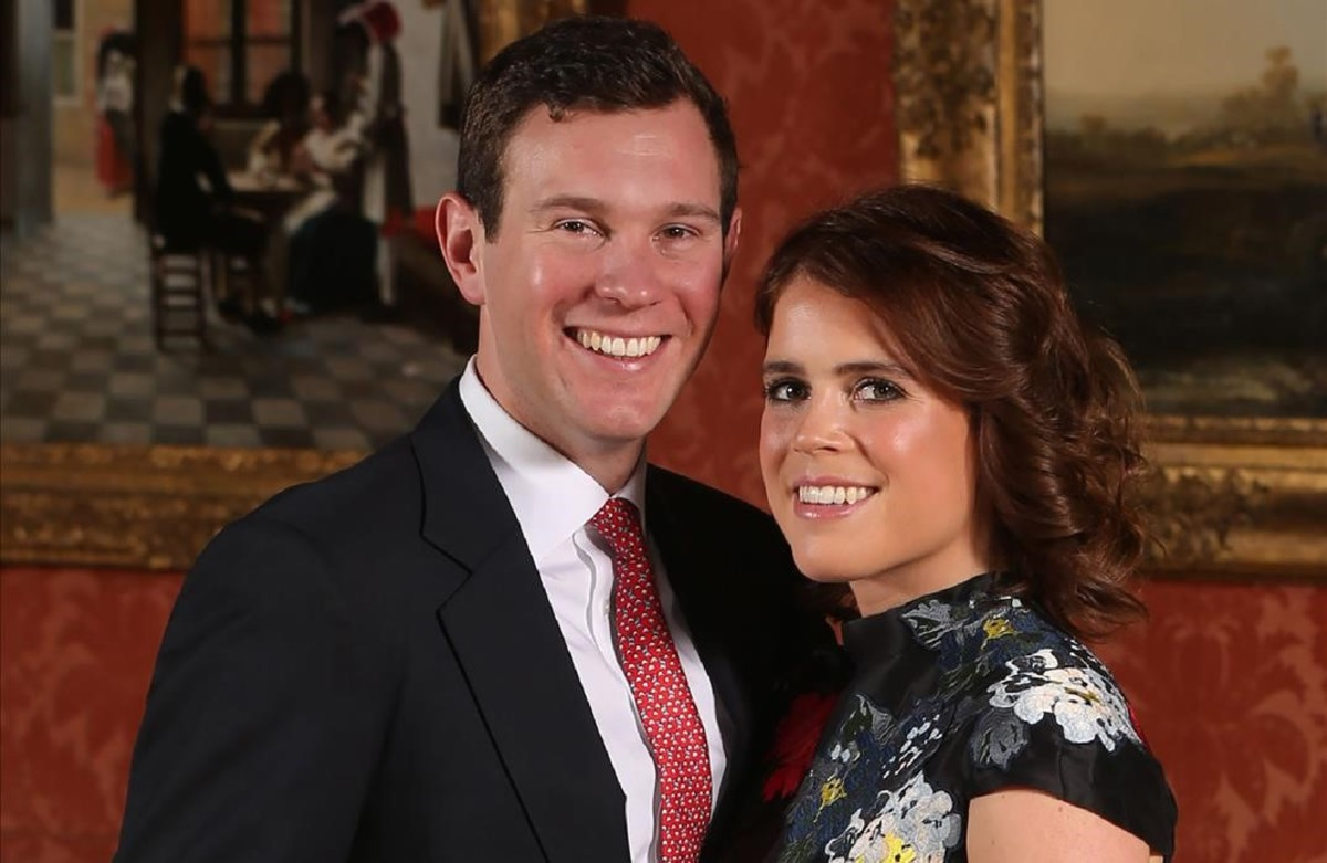 zentauroepp41736241 britain s princess eugenie of york r poses with her fiance180126132201