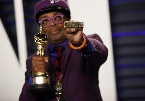 Spike Lee recogiendo el Oscar por 'Infiltrado en el KKKlan'.