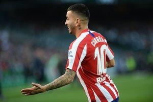 El argentino del Atlético Correa celebra el gol del 0-1 ante el Betis.